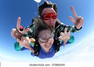 Sky diving tandem hands