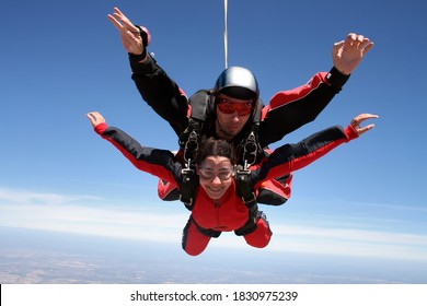 Sky diving tandem red color
