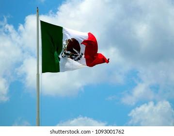 Sky and Mexico´s flag