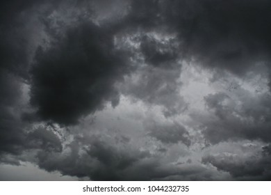 Sky with gray clouds before the rain