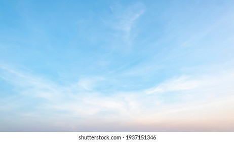 The sky has the light of the sun, the sky is blue, there are small and large clouds alternating and moving slowly, with the sunlight passing, creating a miraculous abstract shape, a hot day.