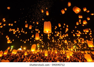 Sky Lantern on Yeepeng festival, thai lanna tradition religion in Chiangmai thailan