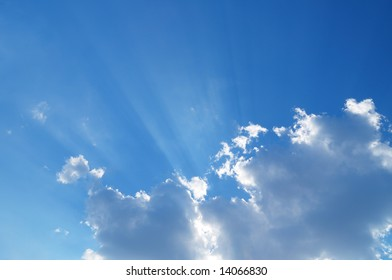 sky with sun ray coming through the cloud