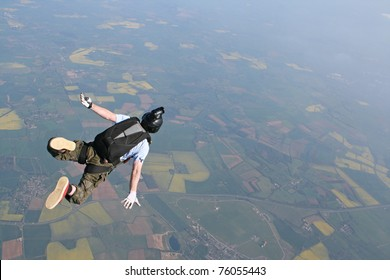 Skydivers falls through the air