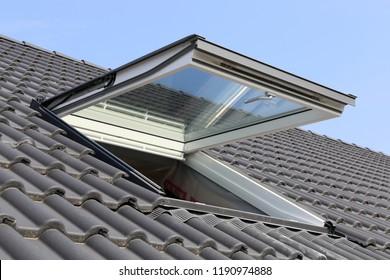 Oberlichter auf einem Wohnhaus, Außenaufnahme