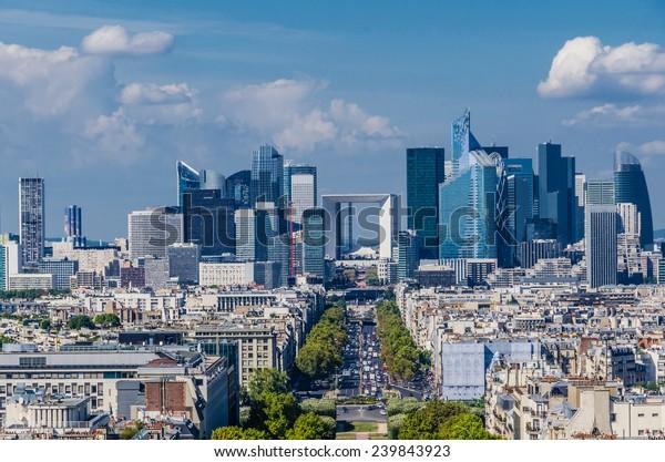 Skyline du quartier d'affaires de Paris, La Défense. Architecture moderne