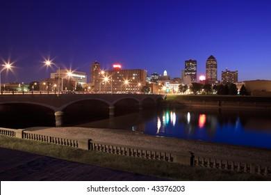 Skyline of Des Moines, Iowa at twilight.