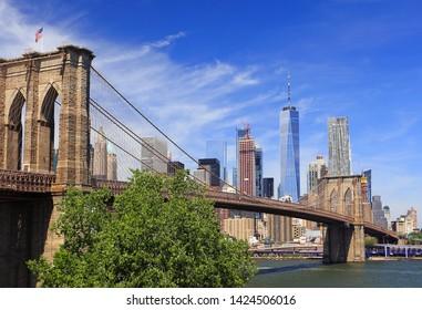 Skyline of downtown New York, Manhattan and Brooklyn Bridge USA