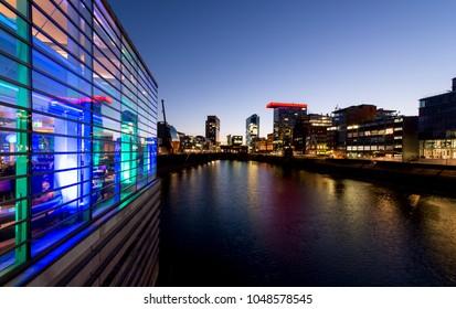 Skyline Düsseldorf Hafen bei Nacht