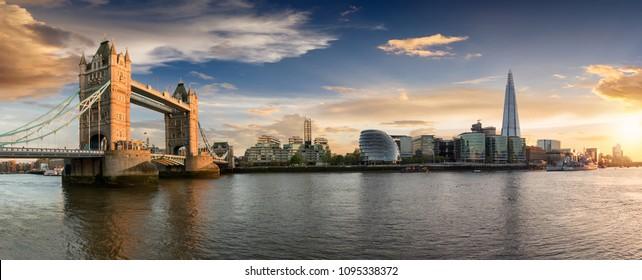 горизонт Лондона: от Тауэрского моста до Лондонского моста во время заката, Великобритания