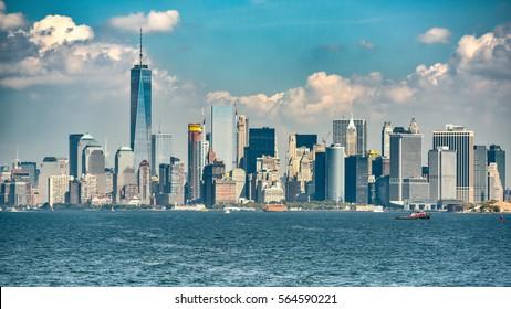 Skyline of Manhattan seen from the Hudson river