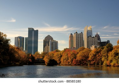 Skyline of midtown Atlanta, Georgia at Lake Meer from Piedmont Park.