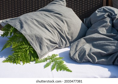 Sleep Pillow with fern leaves. Herbal pillow for healthy sleeping. Tradicional Ear ache remedy.
