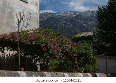 Sleep Spanish village with a Mountain view