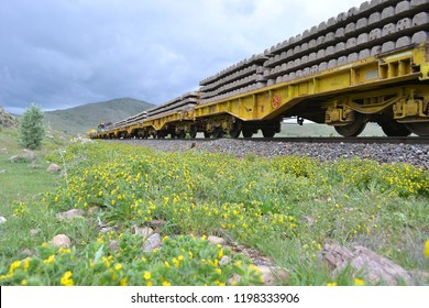 Sleeper wagons for railroad track construction works