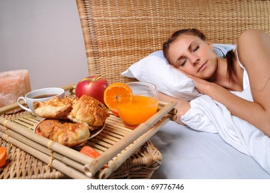 To the sleeping woman have brought a breakfast in bed