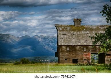 Sleepy Montana Barn