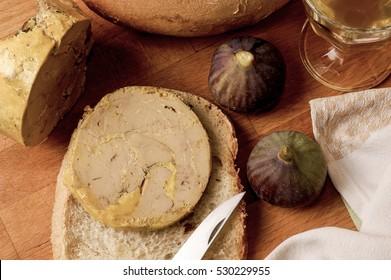 Slice of foie gras, Fig, Bread, Knife, France