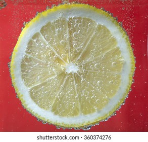 A slice of lemon in the bubbles