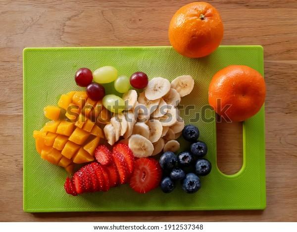 sliced-fruits-on-cutting-board-600w-1912
