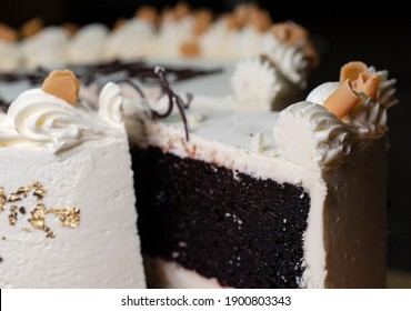 Sliced guinesscake decorated with white buttercream frosting