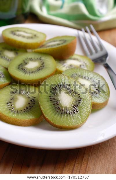 sliced ??kiwi on the plate, photographed close up
