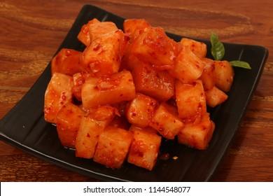 sliced radish kimchi