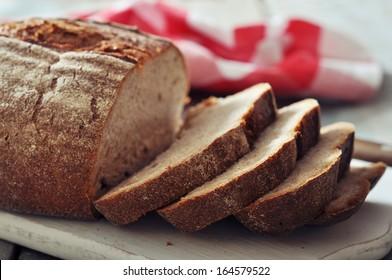 Sliced rye bread on cutting board closeup