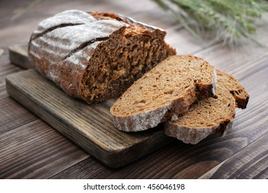 Sliced rye bread on cutting board closeup