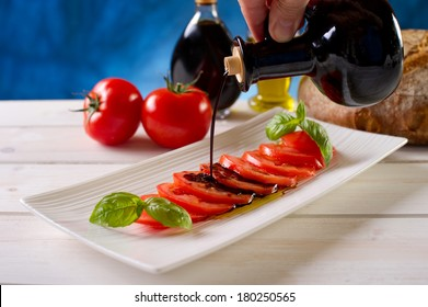 sliced tomatoes on dish