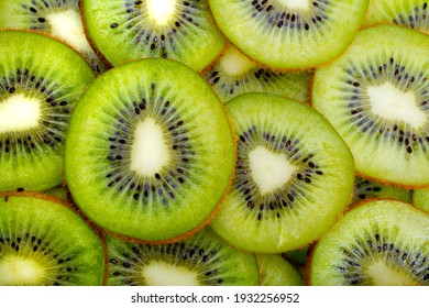 Slices of fresh and green kiwi fruits