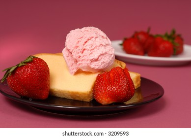 Slices of pound cake with strawberries and strawberry ice cream