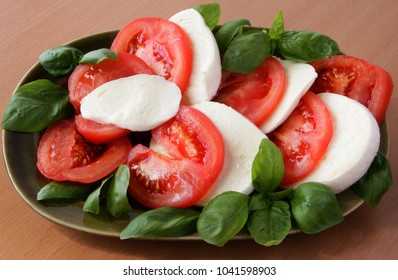 slices of tomatoes,cheese and basil leaves