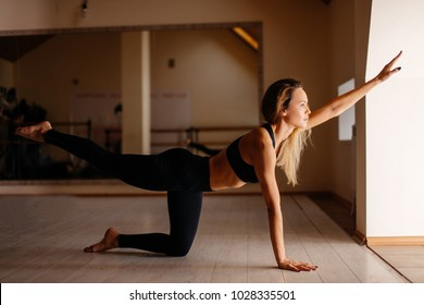 Slim fitness woman Athlete girl doing plank exercise with legs. concept training workout
