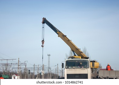 The slinger on a workplace. Crane works.