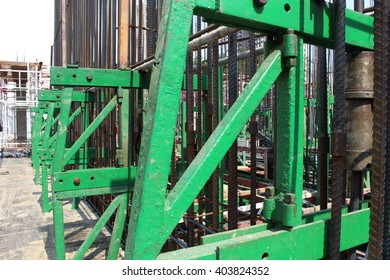 Slip form for concrete structure formwork in construction site