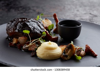 slow cooked beef with mashed and gravy