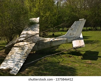 Small airplane crashed in the country