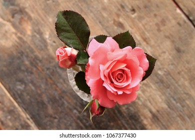 Small bouquet of roses on wooden table