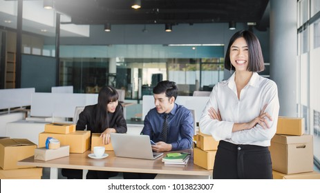 Small business entrepreneur SME freelance asian team man woman working box, Asian small business owner at home office, delivery carry box, SME teamwork e-commerce telemarketing moving house concept