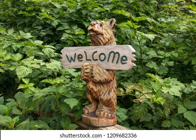 Wooden Bear Carvings Images Stock Photos Vectors Shutterstock