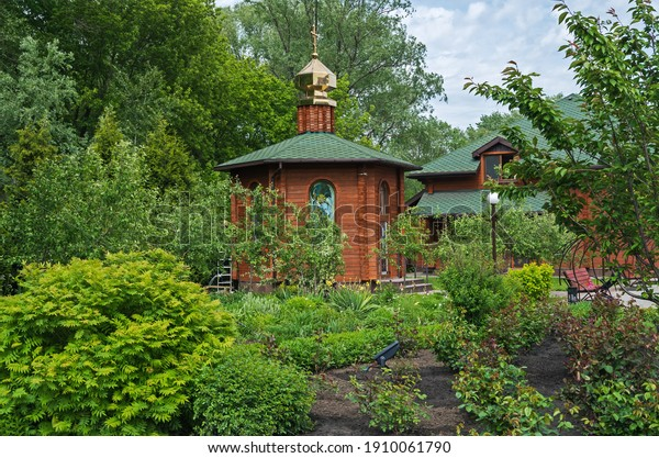 small-chapel-surrounded-by-green-600w-19
