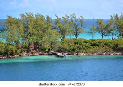 Small deck on a beautiful beach in Nassau - Bahama