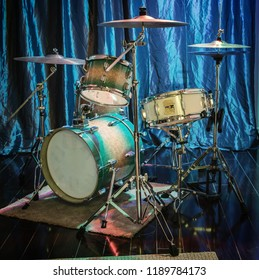 A small drum kit in a rehearsal studio.
