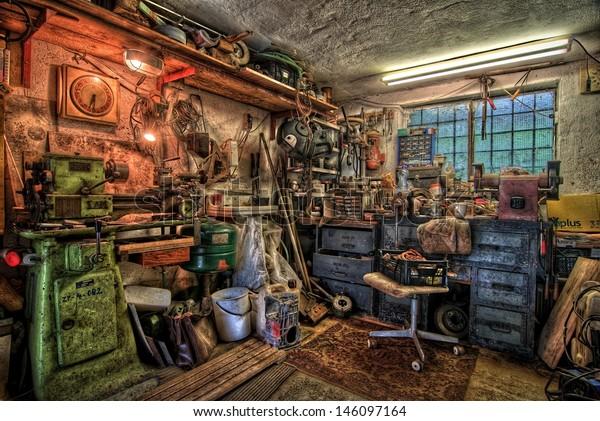 Small Garage Workshop Equipment Stockfoto Jetzt Bearbeiten 146097164