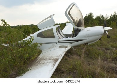 Small general aviation aircraft crash lands in a field