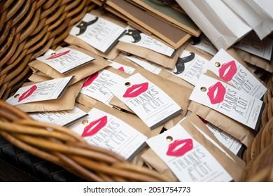 結婚式で新郎新婦からお客に与えられる感謝の小さな贈り物
