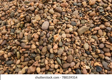 Small gravel, colorful river gravel used in flooring. Structural work Use sidewalk to decorate the garden.