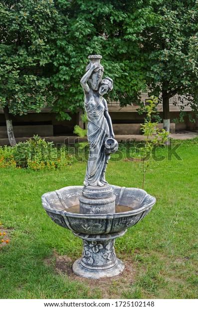 small-homemade-sculpture-form-fountain-6