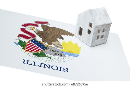 Small house on a flag - Living or migrating to Illinois